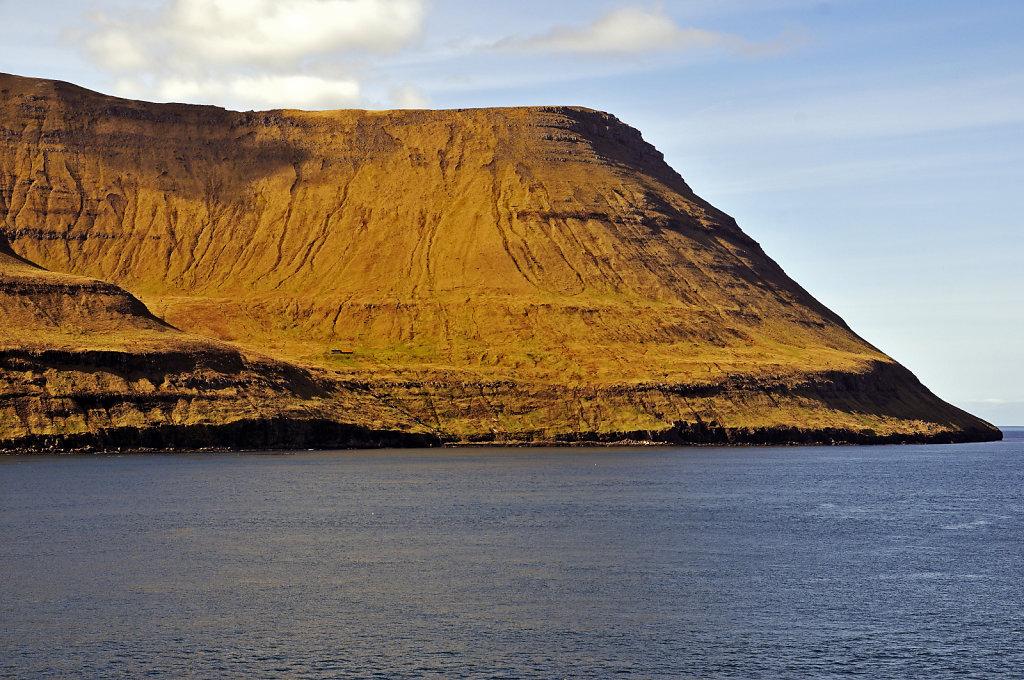 färöer inseln - vom schiff aus - bei fuglafjord teil 2