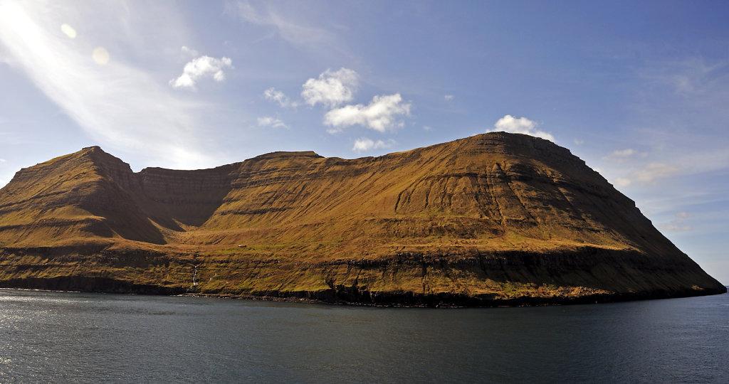 färöer inseln - vom schiff aus - bei fuglafjord teilpanorama