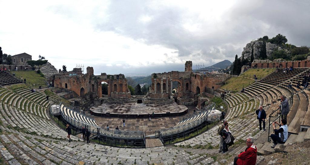 amphittheater - teilpanorama - oberhalb - taormina 2015 (07)