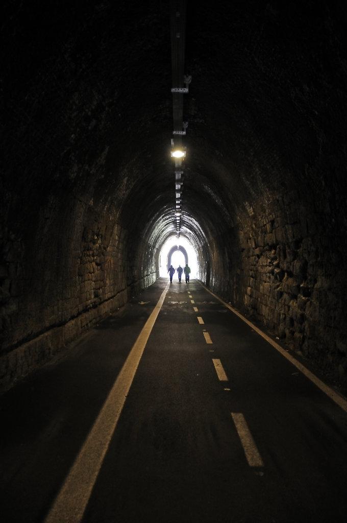 cinque terre - zwischen levanto und bonassola - im tunnel