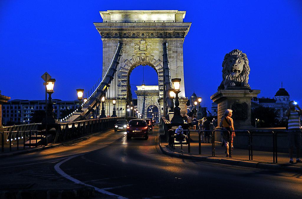 ungarn - budapest - night shots - kettenbrücke