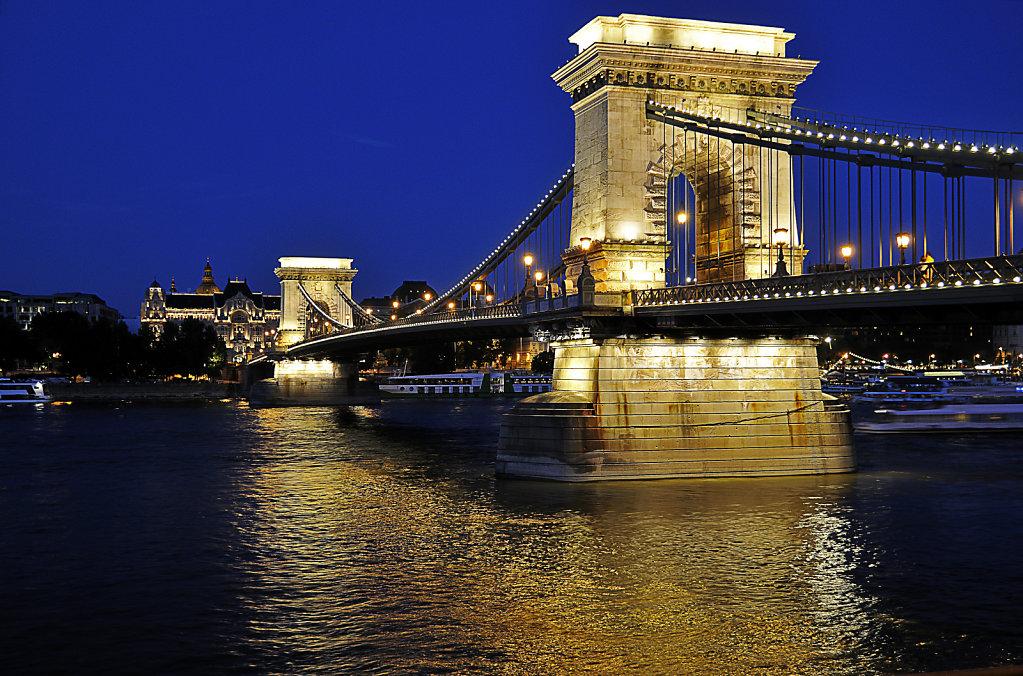 ungarn - budapest - night shots - kettenbrücke teil 3