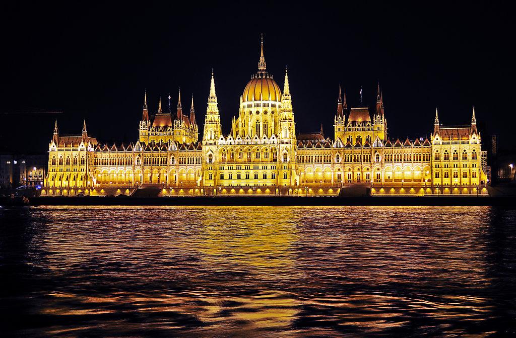 ungarn - budapest - night shots - parlament teil 2