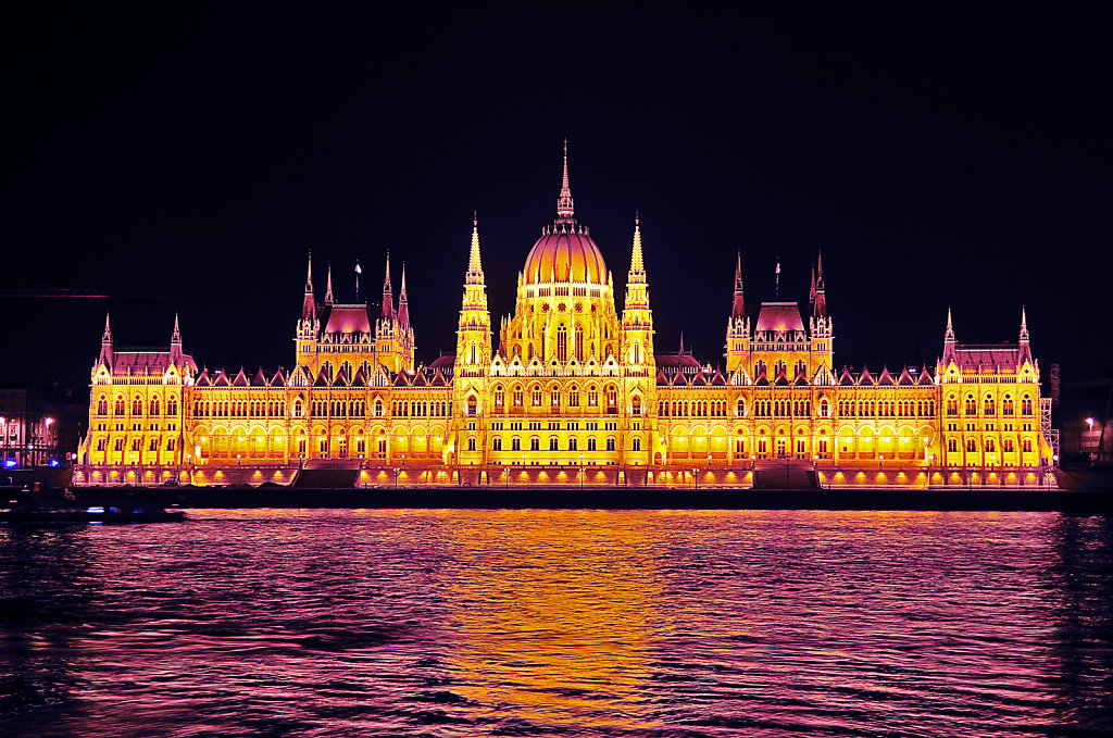 ungarn - budapest - night shots - parlament teil 3