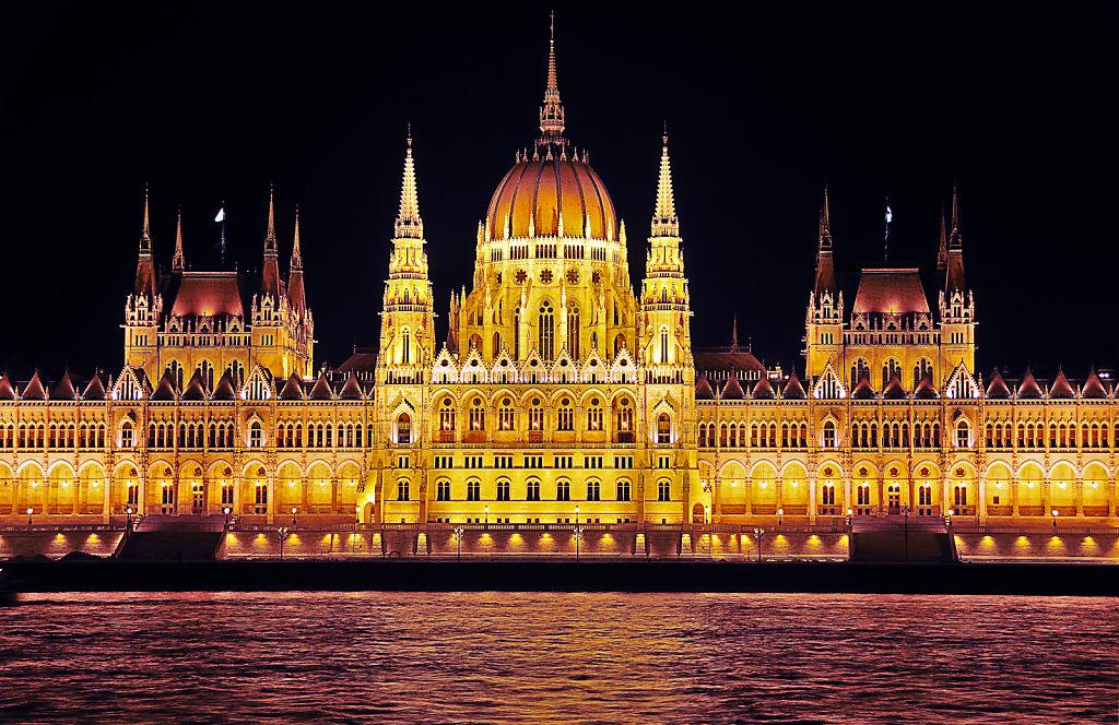 ungarn - budapest - night shots - parlament detail teil 2