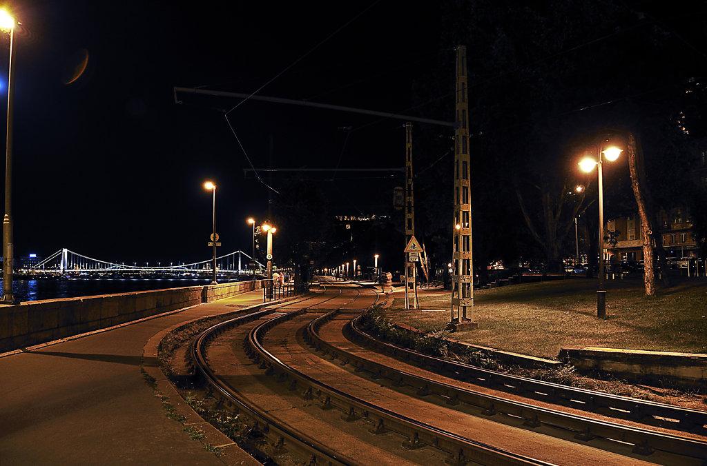 ungarn - budapest - night shots - am ufer