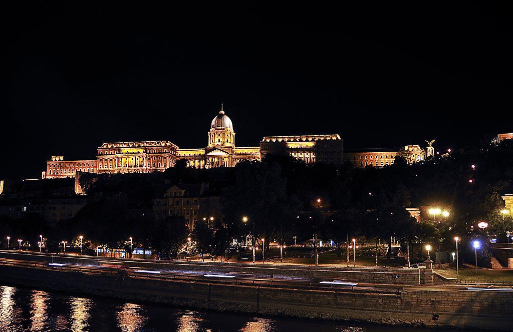 ungarn - budapest - night shots - burgpalast