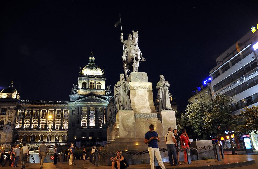 tschechien - prag - night shots - wenzelsplatz