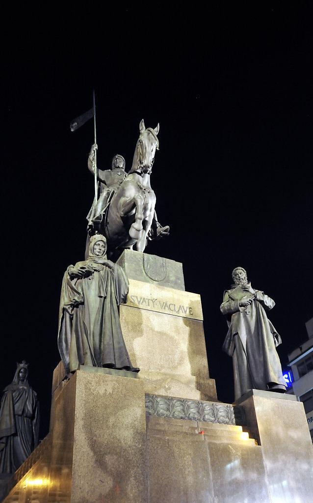 tschechien - prag - night shots - wenzelsdenkmal