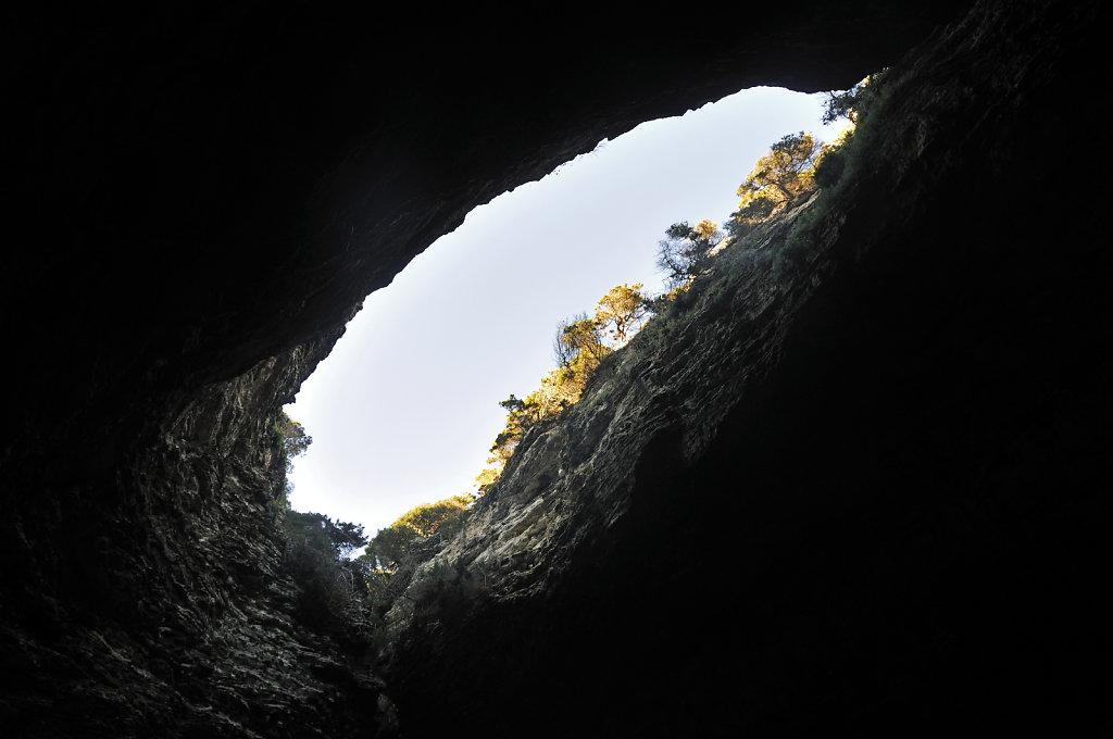 korsika  bonifacio - vom schiff aus - sdragonato-grotte