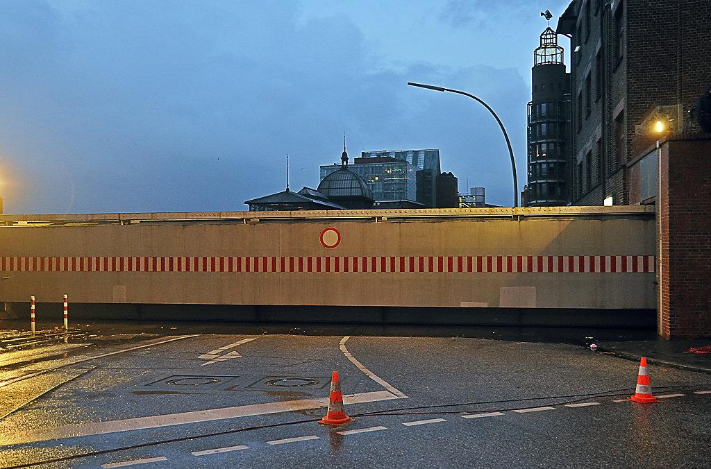 hamburg - sturmflut dezember 2013 – hafenstrasse ecke große e