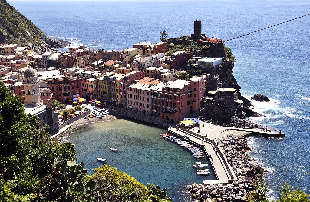 cinque terre - zwischen monterosso und vernazza - blick auf vern