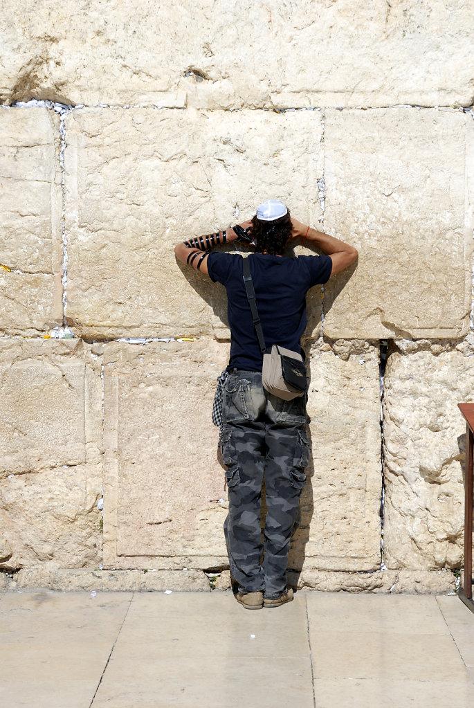 israel – jerusalem - vor der klagemauer - im gebet