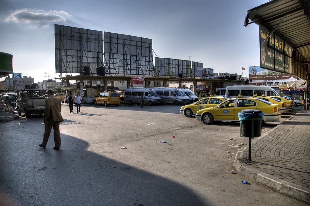 palästina- jenin - auf dem busbahnhof