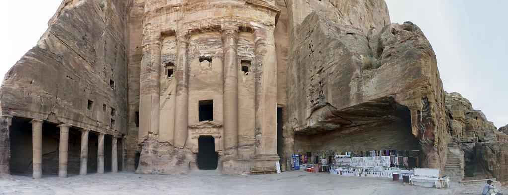 jordanien - petra - das urnengrab teilpanorama