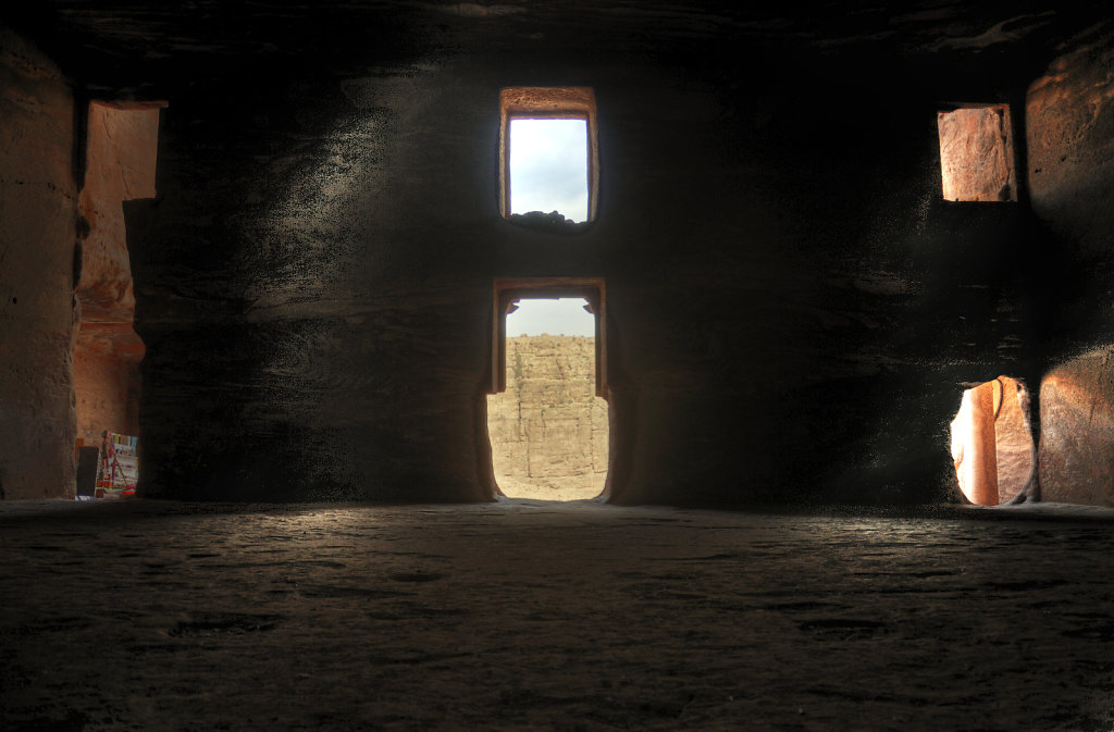jordanien - petra - das urnengrab - innenansicht