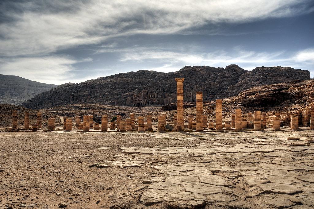 jordanien - petra -  der große tempel - westseite