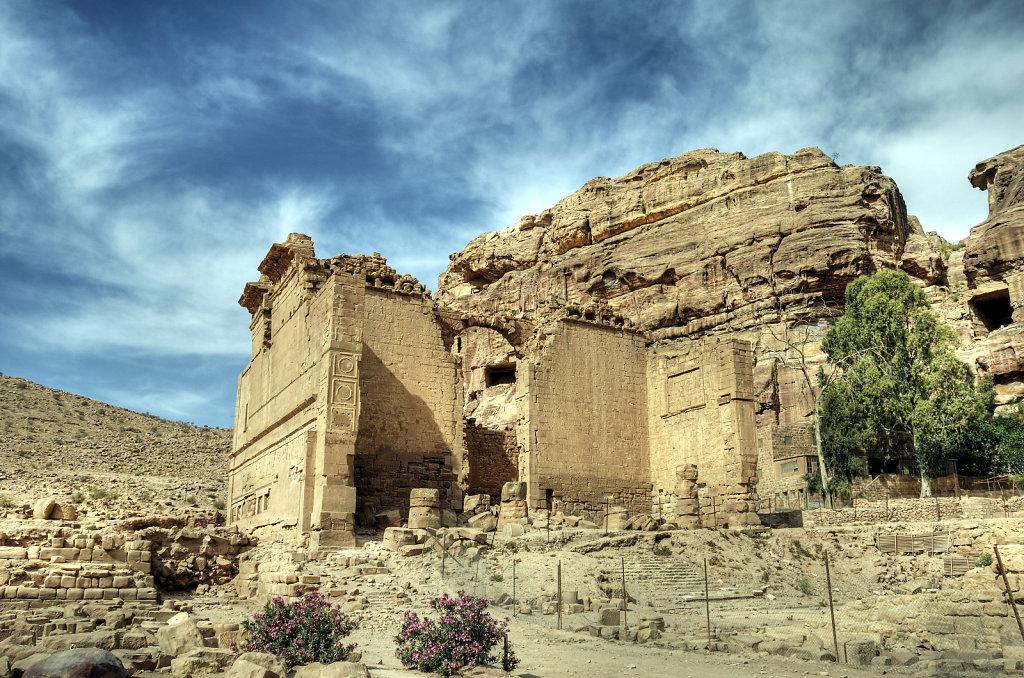 jordanien - petra -  der qasr al-bint tempel