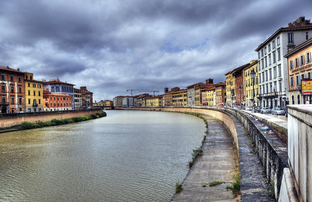 italien - pisa - flussabwärts