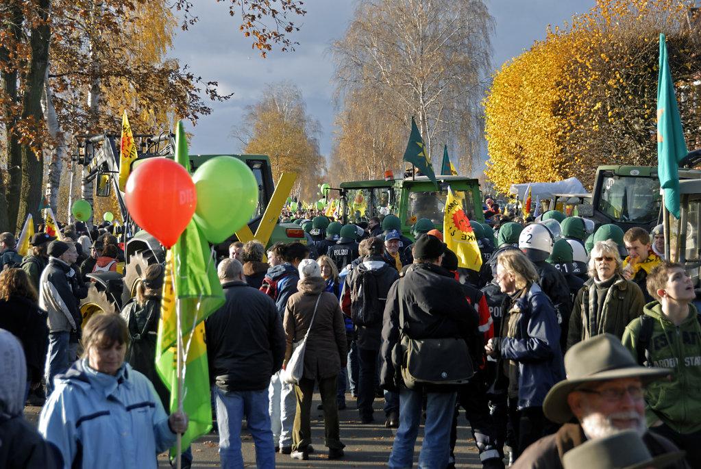 castor november 2010 –   treckerblockade in splietau (02)