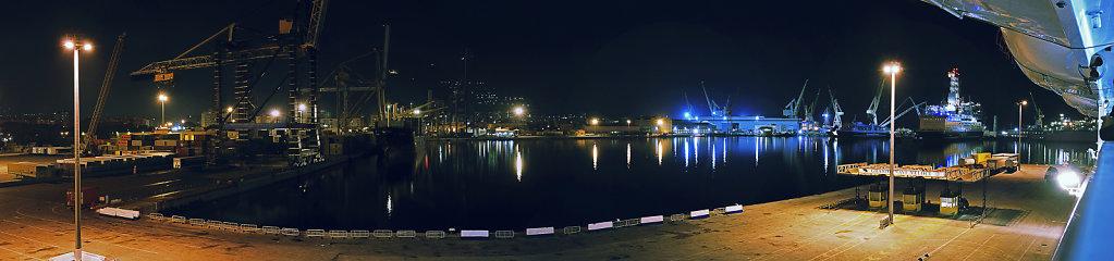 sizilien (74) -  palermo - der hafen nachts . teilpanorama