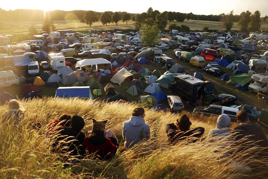 fusion festival 2008  (21) - warten auf den sonnenuntergang