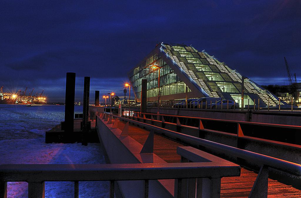 hamburg hafen - im winter teil 10 -fähranleger dockland nachts