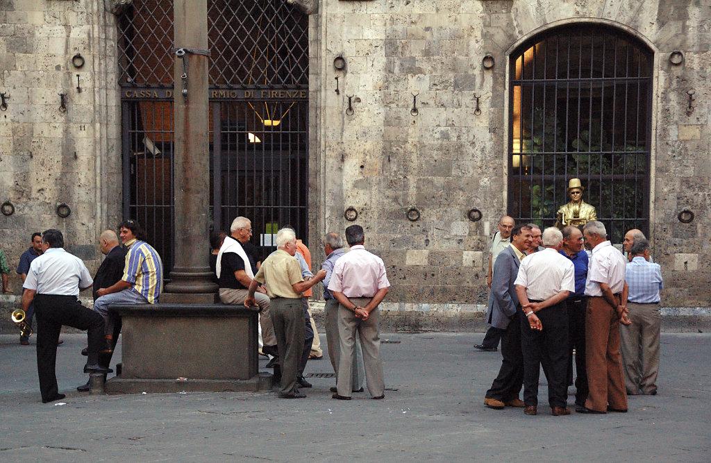 siena (2) – männerauf der piazza