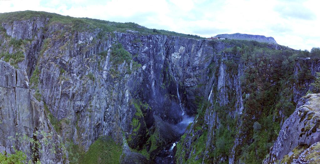 norwegen (49)  -  vøringsfossen - blick in die schlucht -teilpa