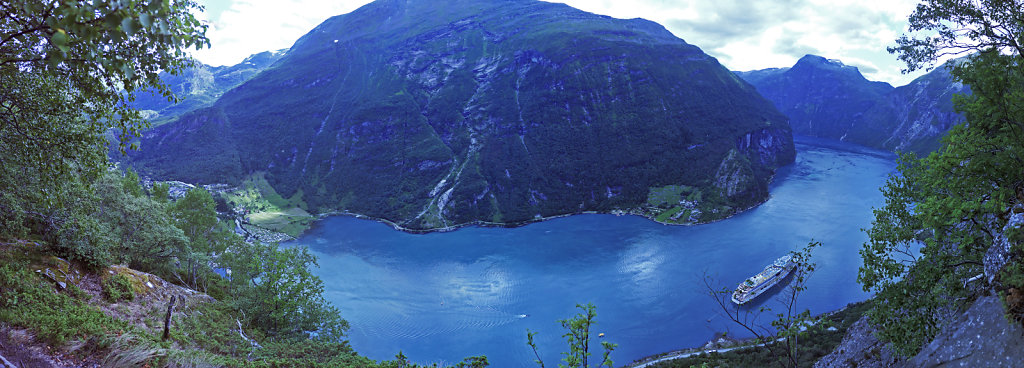 norwegen (113)  - geiranger fjord - von oben - teilpanorama