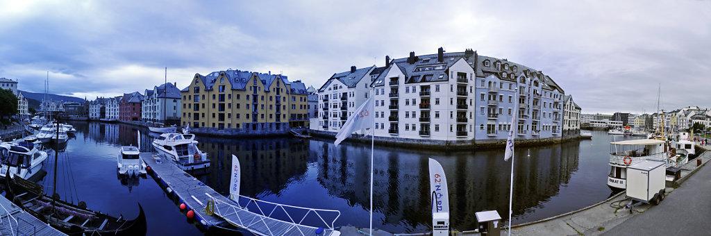 norwegen (129)  - alesund - teilpanorama teil zwei