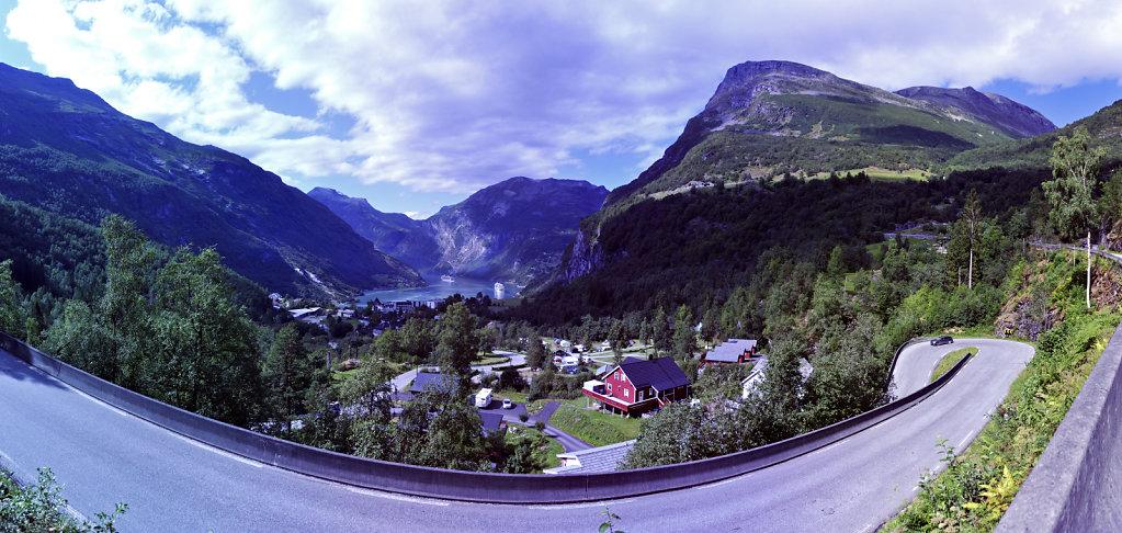 norwegen (110)  - geiranger - aufstieg zur alm -teilpanorama tei