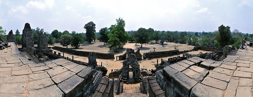 kambodscha - tempel von anghor - östlicher mebon - teilpanorama