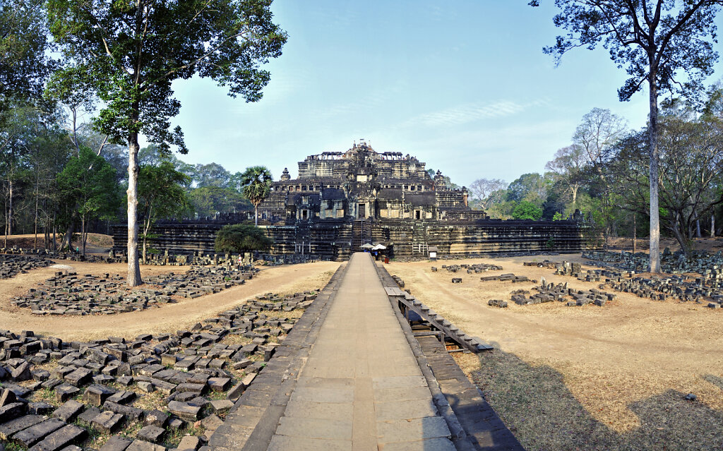 kambodscha - tempel von anghor - angkor thom - baphuon - teilpan