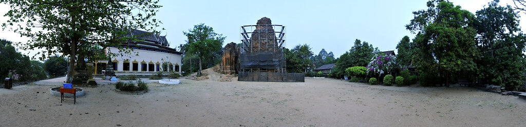 kambodscha - tempel von anghor - lolei - teilpanorama (03)