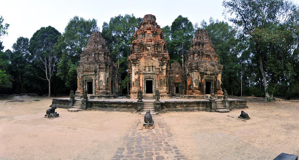 kambodscha - tempel von anghor - preah ko - teilpanorama (08)