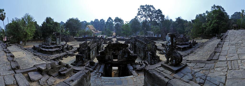 kambodscha - tempel von anghor -  bakong  teilpanorama  teil fü