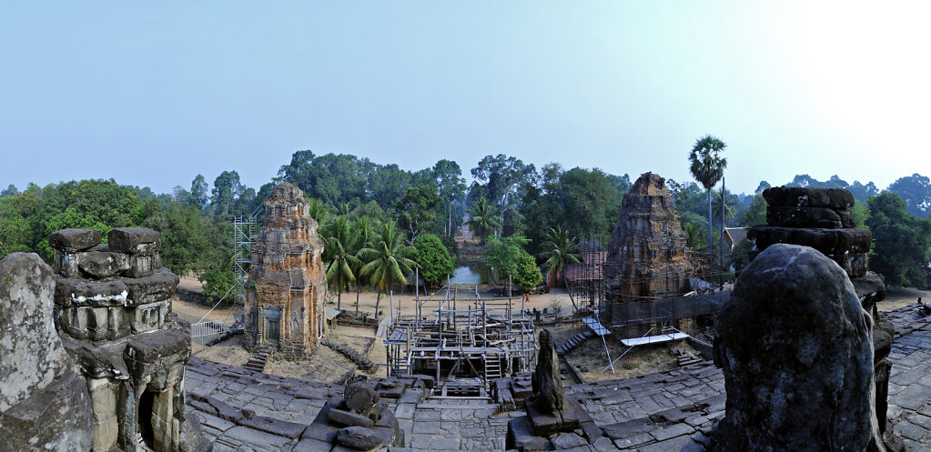 kambodscha - tempel von anghor -  bakong -  teilpanorama teil se