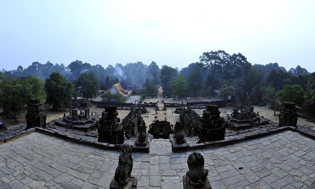 kambodscha - tempel von anghor -  bakong  teilpanoramateil siebe